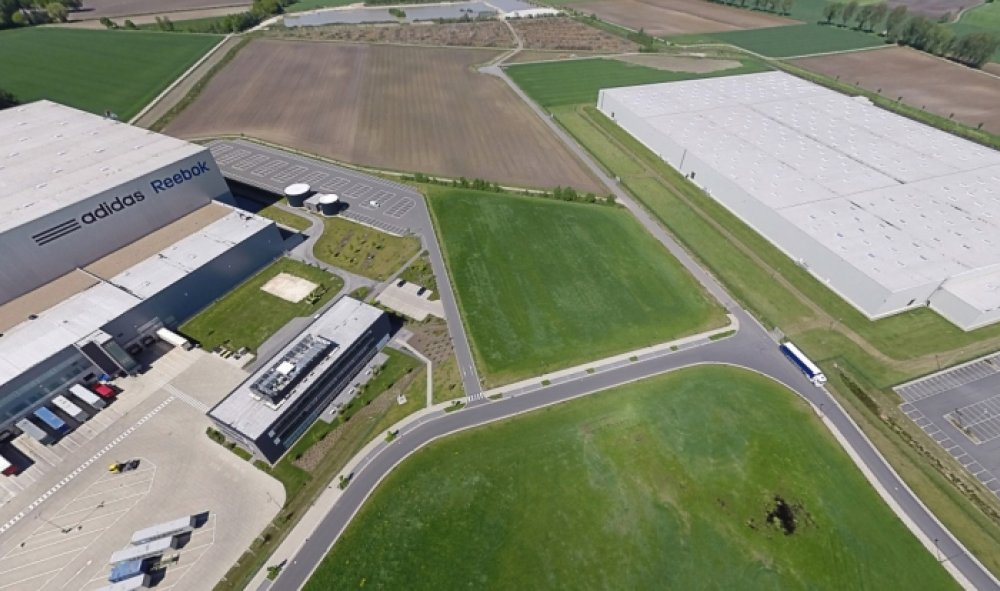 adidas mietet 40.000 m² von Axa Real Estate